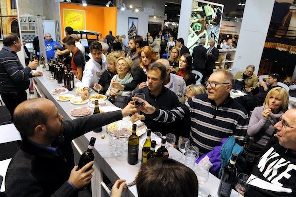 Asti ti conquista con vino cucina arte e cultura for Eventi fiera milano