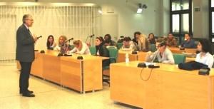 Il pubblico ministero Paone parla in aula: ma ad ascoltarlo ci sono gli studenti