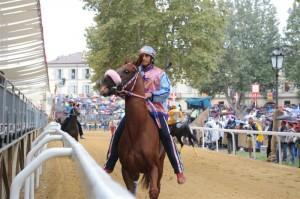 Mamuthones , cavallo morto al Palio di Asti 2013