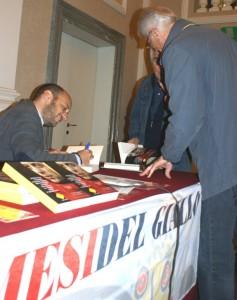Gli astigiani applaudono Giovanni Tizian e il suo coraggio contro la 'ndrangheta