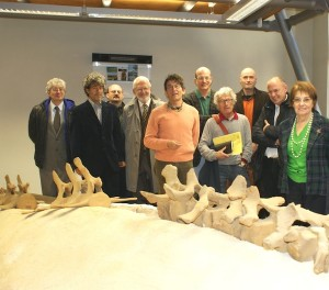 Nella foto: Emma Adorno, sindaco di Vigliano, con autorità e rappresentanti dell'Ente di Gestione intervenuti all'allestimento della balenottera