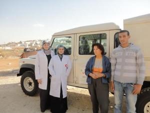 """L'iniziativa """"Rafforzamento dei Servizi Sanitari del Dipartimento di Hebron Sud per  sostenere le popolazioni beduine residenti in Area C, con particolare riferimento alla  salute delle donne in età riproduttiva"""" ha come obiettivo prioritario il miglioramento  dell'accesso ai servizi sanitari, di base e specialistici, e la formazione degli operatori  nell'area sud di Hebron."""