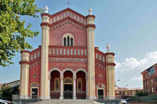 Don Simone Unere rettore del Santuario della Madonna Porta Paradisi