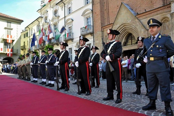 Istantanee da piazza San Secondo: Asti festeggia il 2 giugno