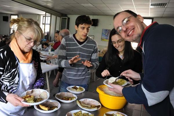 Le foto del pranzo dei poveri al circolo Sacro Cuore