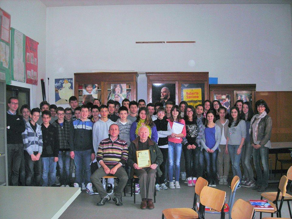 A Castagnole Lanze gli allievi della media Vicari hanno incontrato il partigiano Pietro Beccuti