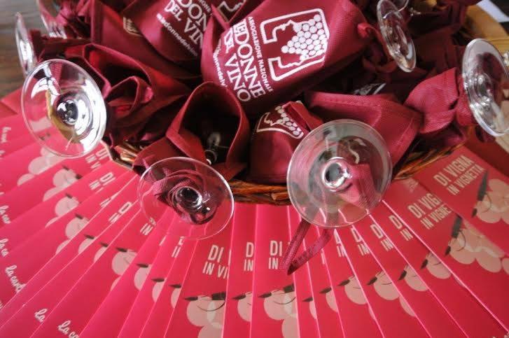Al Castello di Costigliole banco d'assaggio con le etichette delle Donne del Vino