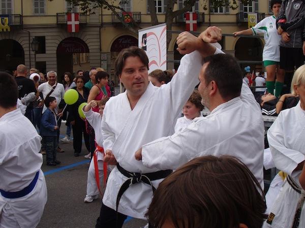 """Per """"Sport in Piazza"""" il sindaco rispolvera il karategi"""