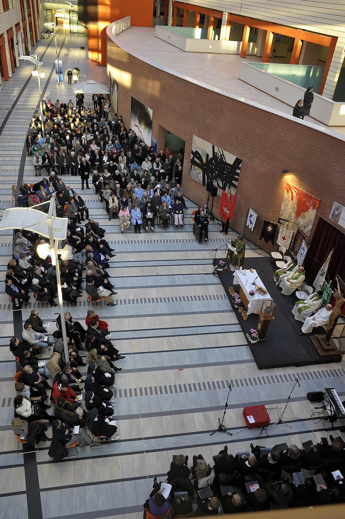 Foto della Messa del Malato al Cardinal Massaia di Asti