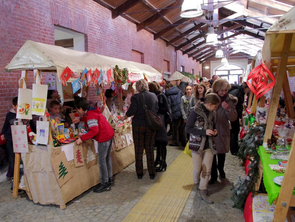 mercatino della solidarietà 2012
