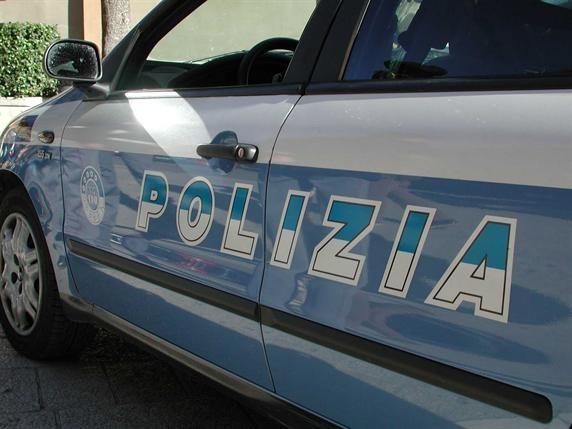 Tenta di rubare scatoloni da un furgone in sosta in piazza Statuto: arrestato dalla squadra mobile di Asti