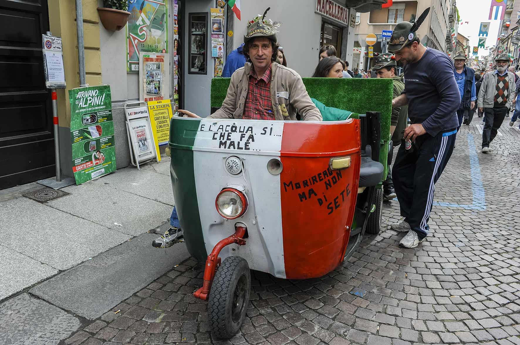 Curiosità, volti e immagini della prima giornata dell'Adunata degli Alpini di Asti