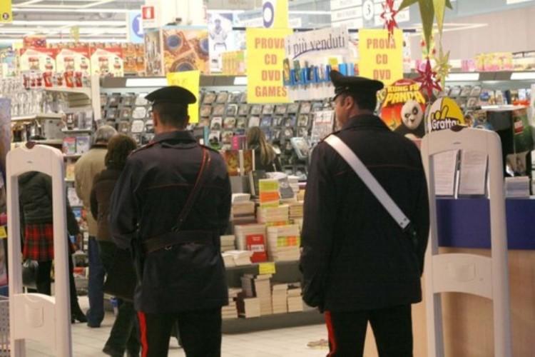 Maxi controlli dei carabinieri nell'Astigiano: fioccano le denunce per furto nei supermercati