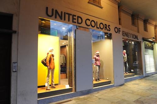 Nuovo colpo della banda delle spaccate: i ladri di nuovo alla Benetton