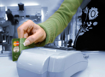 Dal 1° gennaio commercianti e professionisti saranno obbligati ad accettare pagamenti con bancomat e carta di credito