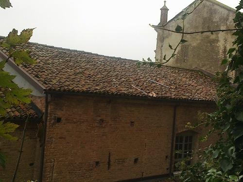 Danneggiato il tetto della chiesa di Frinco