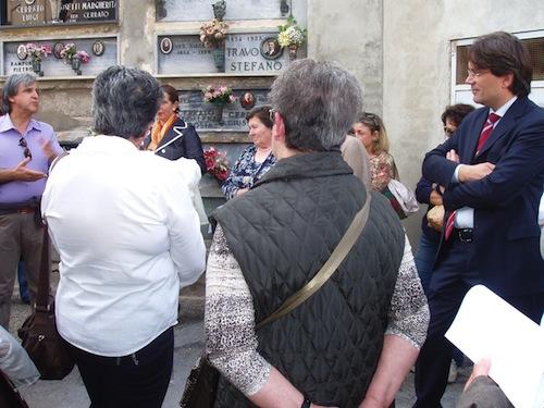 Il vescovo Ravinale al cimitero di Asti