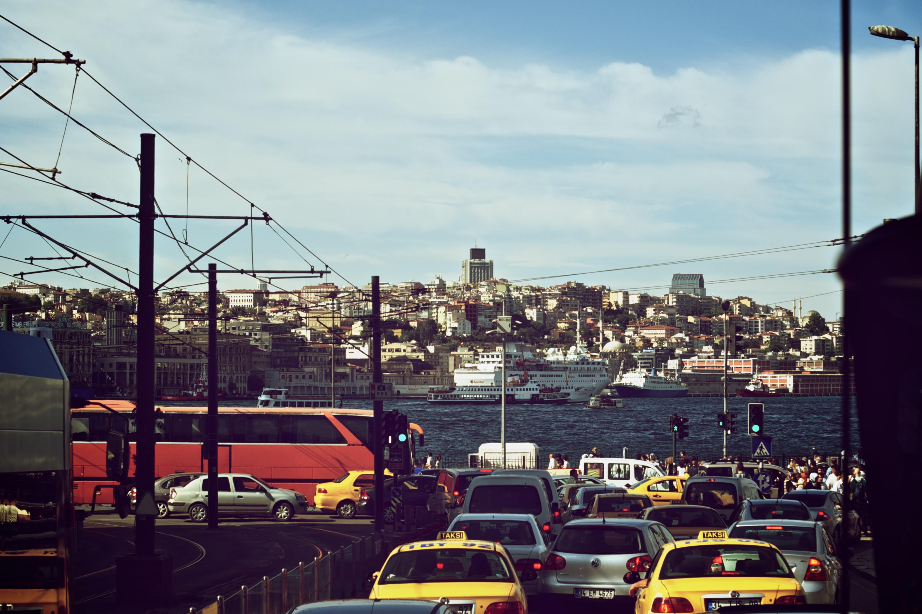 Pensabene e il crocifisso: le polemiche corrono su Facebook