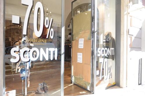 Spaccata in un negozio di abbigliamento di via Cavour