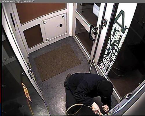 Tentano di rubare il bancomat a Robella ma entra in funzione il sistema anti rapina