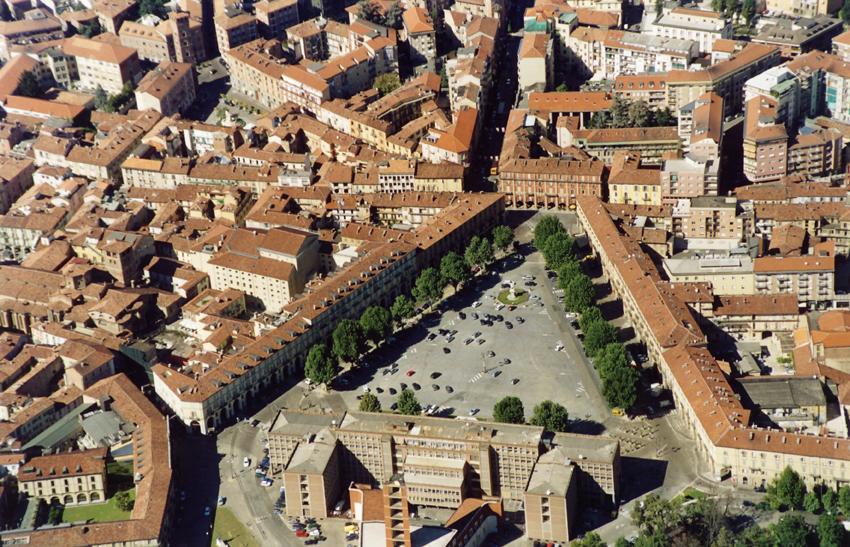 Allarme bomba al mercatino dell'antiquariato di Asti