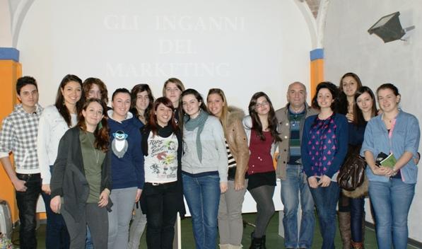 Asti, gli studenti del Monti si interrogano sugli inganni del marketing
