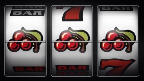 Rubano auto e incasso a giovane dipendente di una società che gestisce slot machine