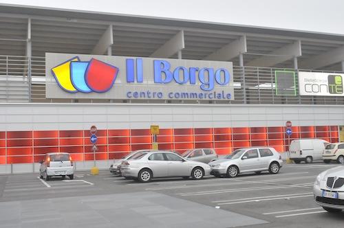 Ruba al supermercato e tenta di scappare: arrestato per rapina impropria