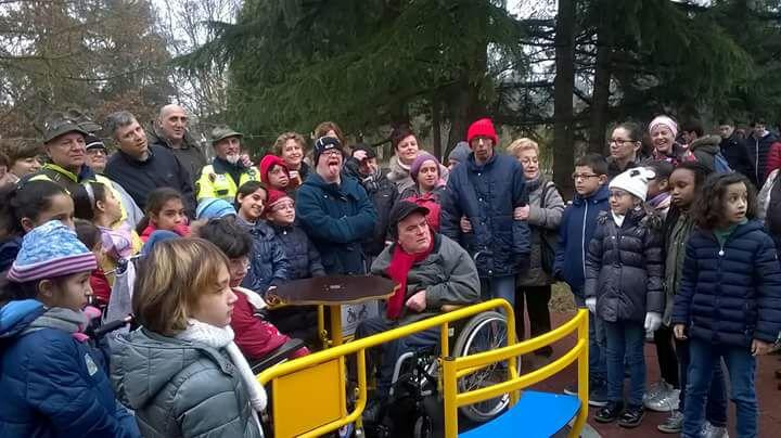 """Inaugurate le """"giostre inclusive"""" di parco Bramante"""