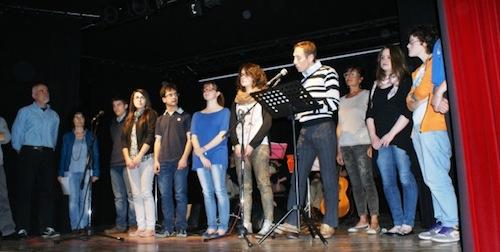 """""""Io resisto perché ad Asti…"""": applausi per i messaggi letti alla Casa del Teatro"""