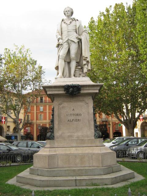 Corona d'alloro ai piedi di Vittorio Alfieri nell'anniversario della nascita