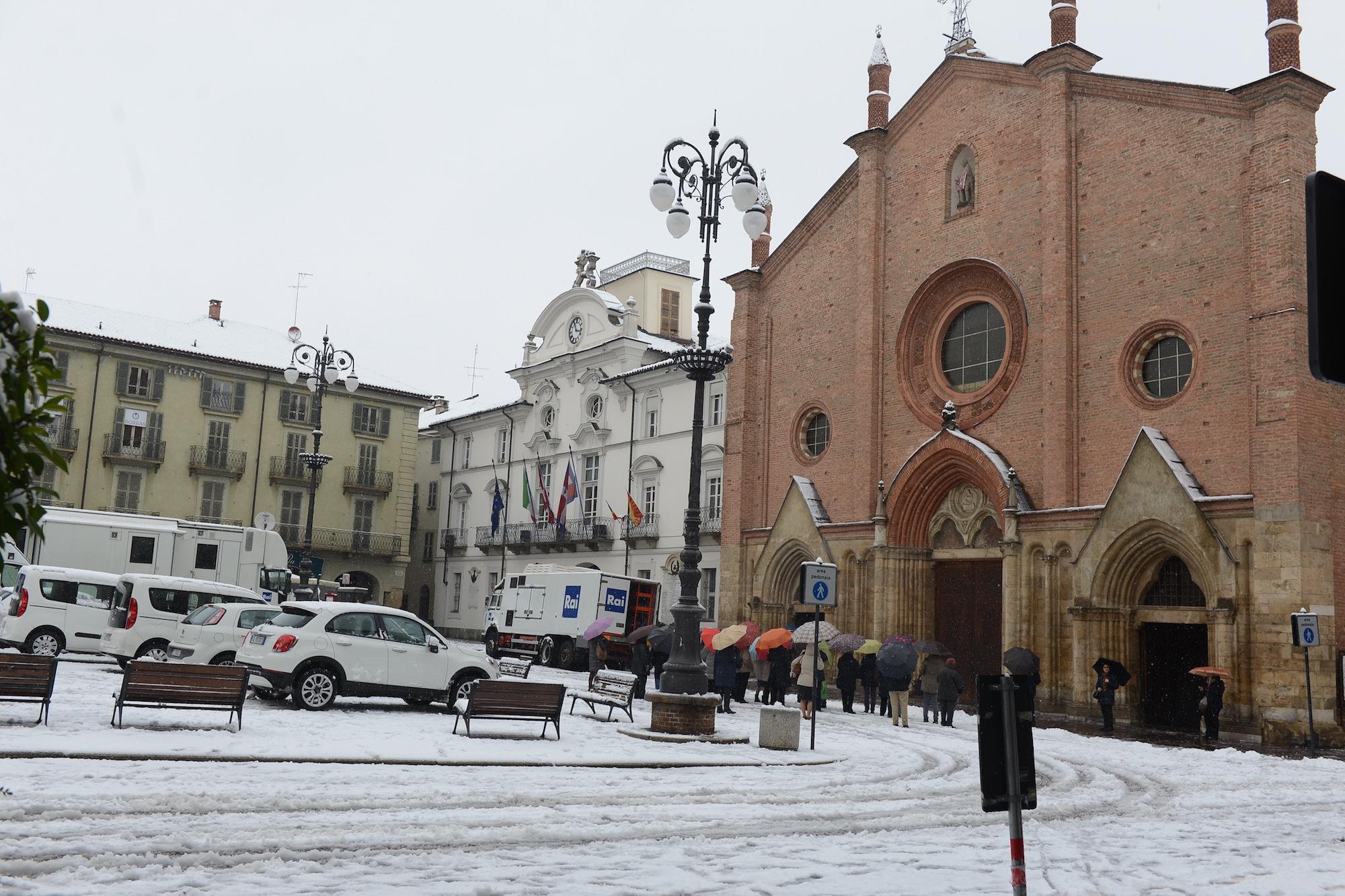 Causa neve crolla il palchetto di piazza San Secondo