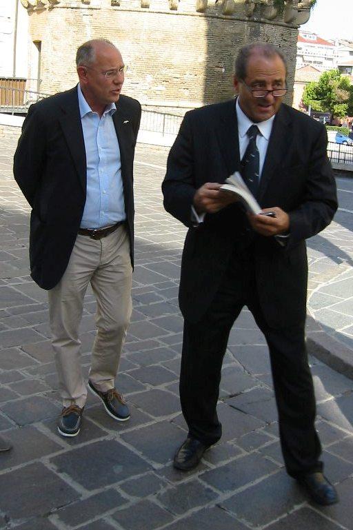 Consegnato a Di Pietro il libro sulla Repubblica Astese di Livio Musso