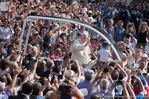 """Il Papa a Torino con i giovani: """"Non chiudiamoci in una società che esclude"""""""