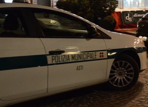 Asti, la polizia municipale ferma un uomo per tentato furto in una farmacia