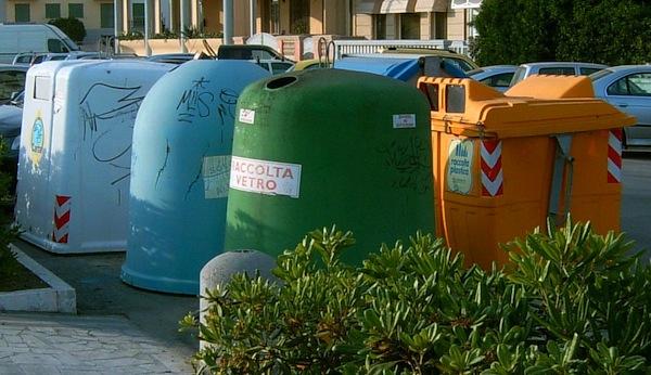 Turni di raccolta rifiuti ad Asti in occasione della festa della Repubblica