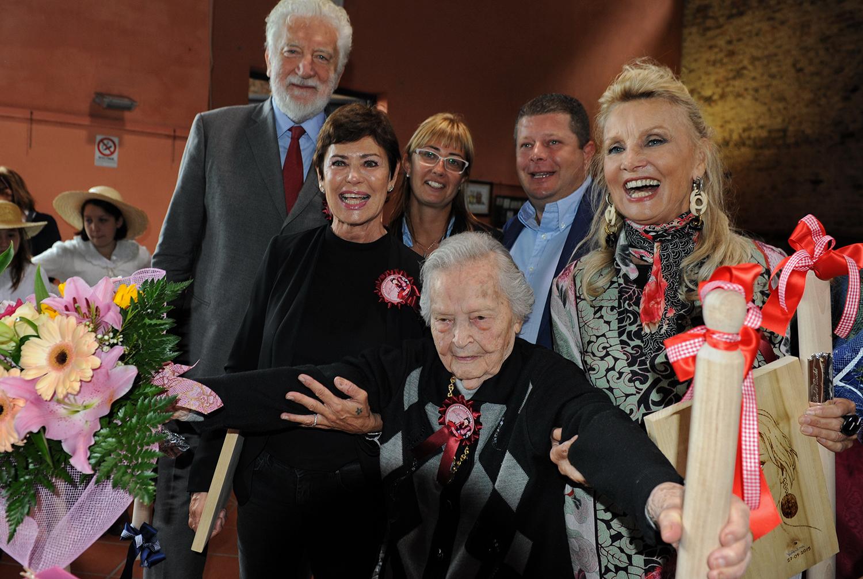 Barbara Bouchet e Corinne Cléry premiate alla Festa della Suocera di Rocchetta Tanaro