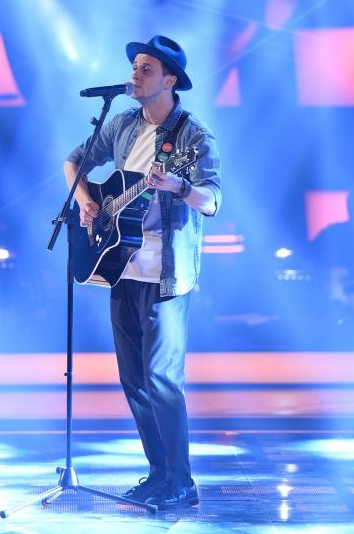 "L'astigiano Andrea Cerrato passa la blind audition a ""The Voice of Italy"""