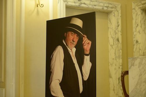 Asti saluta il suo Giorgio Faletti. Aperta la camera ardente al Teatro Alfieri