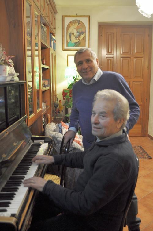 Antonio Tiddia e Nando Francia regalano il loro cd ai lettori della Gazzetta d'Asti