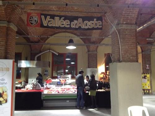 All'Enofila i Gustosi Mercatini. Domenica scambio culturale con la Valle d'Aosta