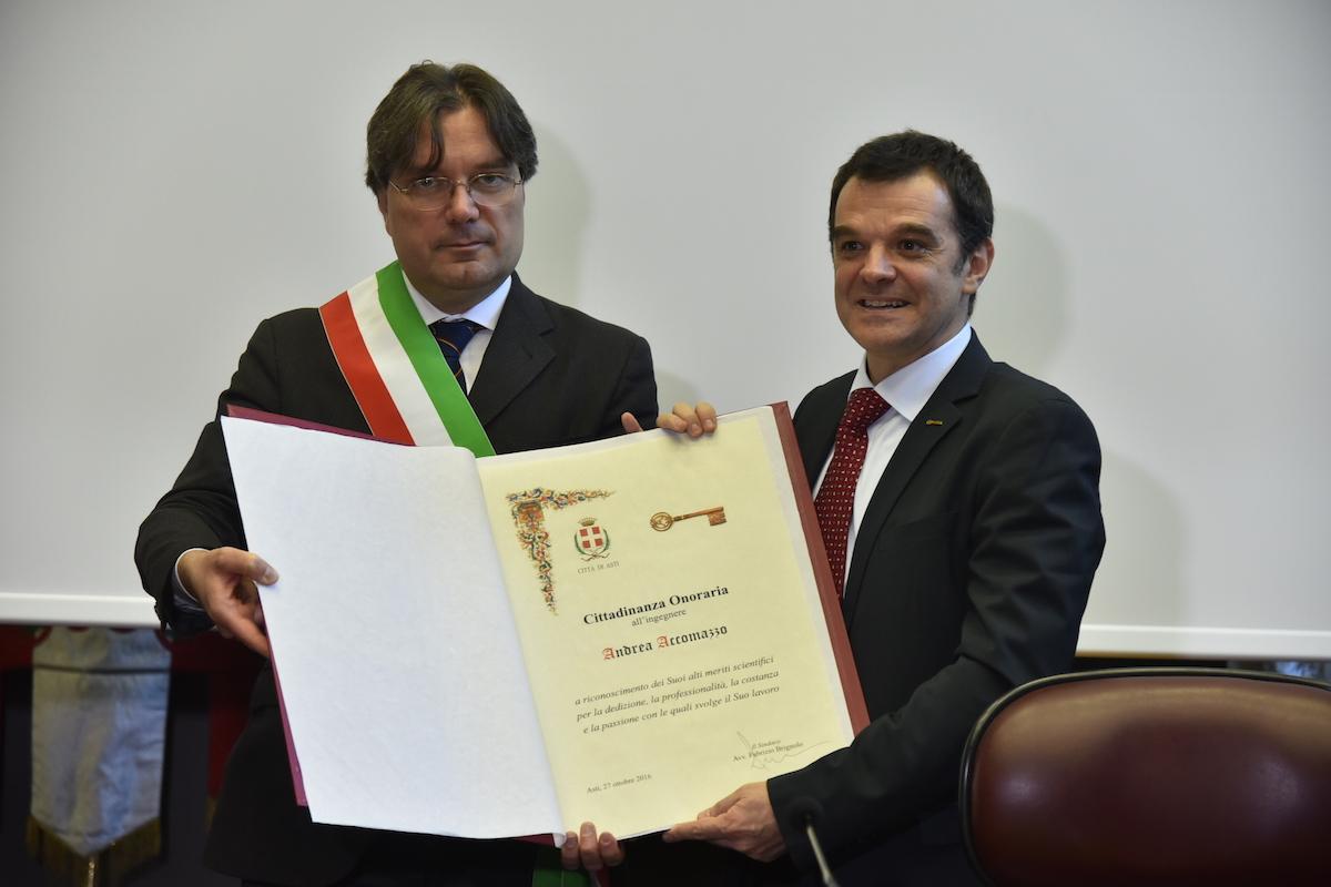 Triplice cittadinanza onoraria per Andrea Accomazzo, lo scienziato dell'Esa che pilota i satelliti nel cosmo