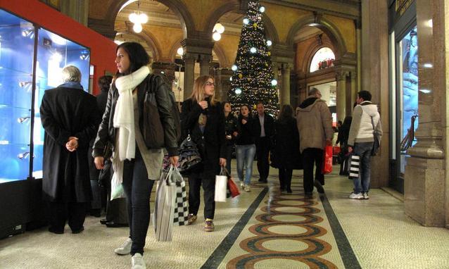 """Consumi di Natale sotto tono ma il """"rito"""" dell'acquisto rimane"""