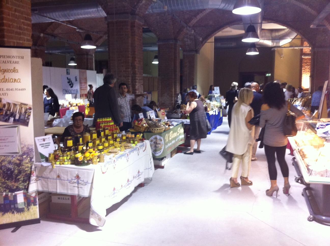 Asti fa Goal: in Douja salumi, formaggi, frutta, pane, dolci e mieli del Piemonte