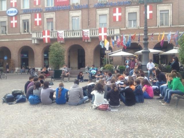 Studenti in piazza San Secondo ad Asti