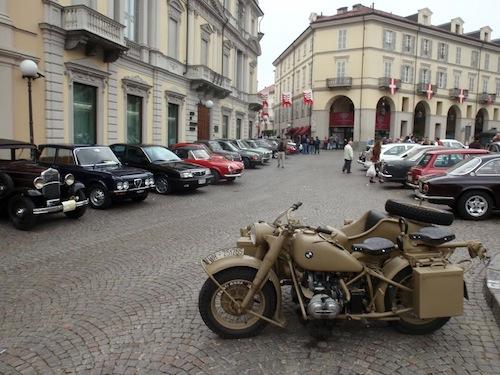 Ad Asti una domenica fra moto e auto d'epoca