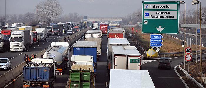Gli autotrasportatori del Piemonte proclamano uno sciopero dal 6 al 9 agosto