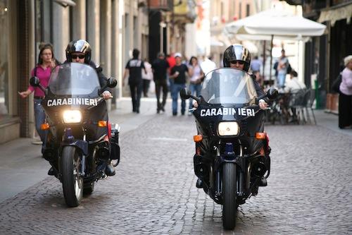 Rubano trucchi per farsi belle e andare in discoteca: denunciate dai carabinieri