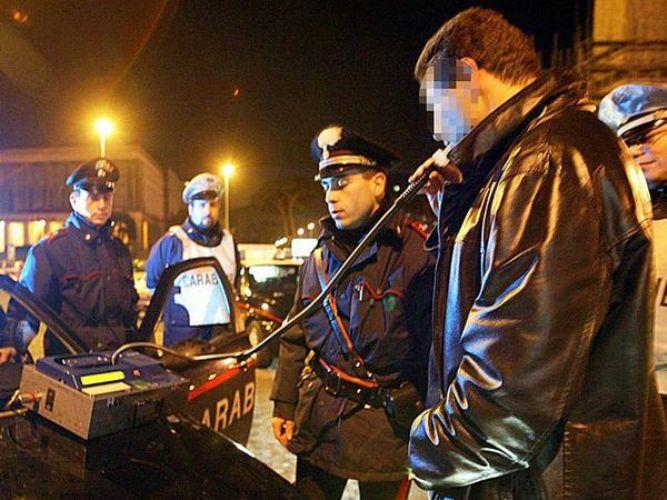 Alticci al volante: cinque denunce dei carabinieri in una sola notte