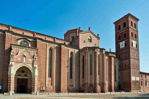 Asti, la messa domenicale del vescovo Marco anche in diretta tv
